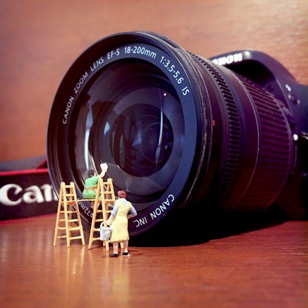 fotografie met spiegelreflexcamera en smartphone